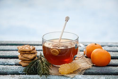 Zimowa rozgrzewka, czyli dobroczynne działanie herbat